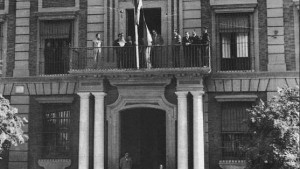 Sección curiosidades. Casa de la Provincia. la bandera andaluza ondeando por primera vez en 1932.